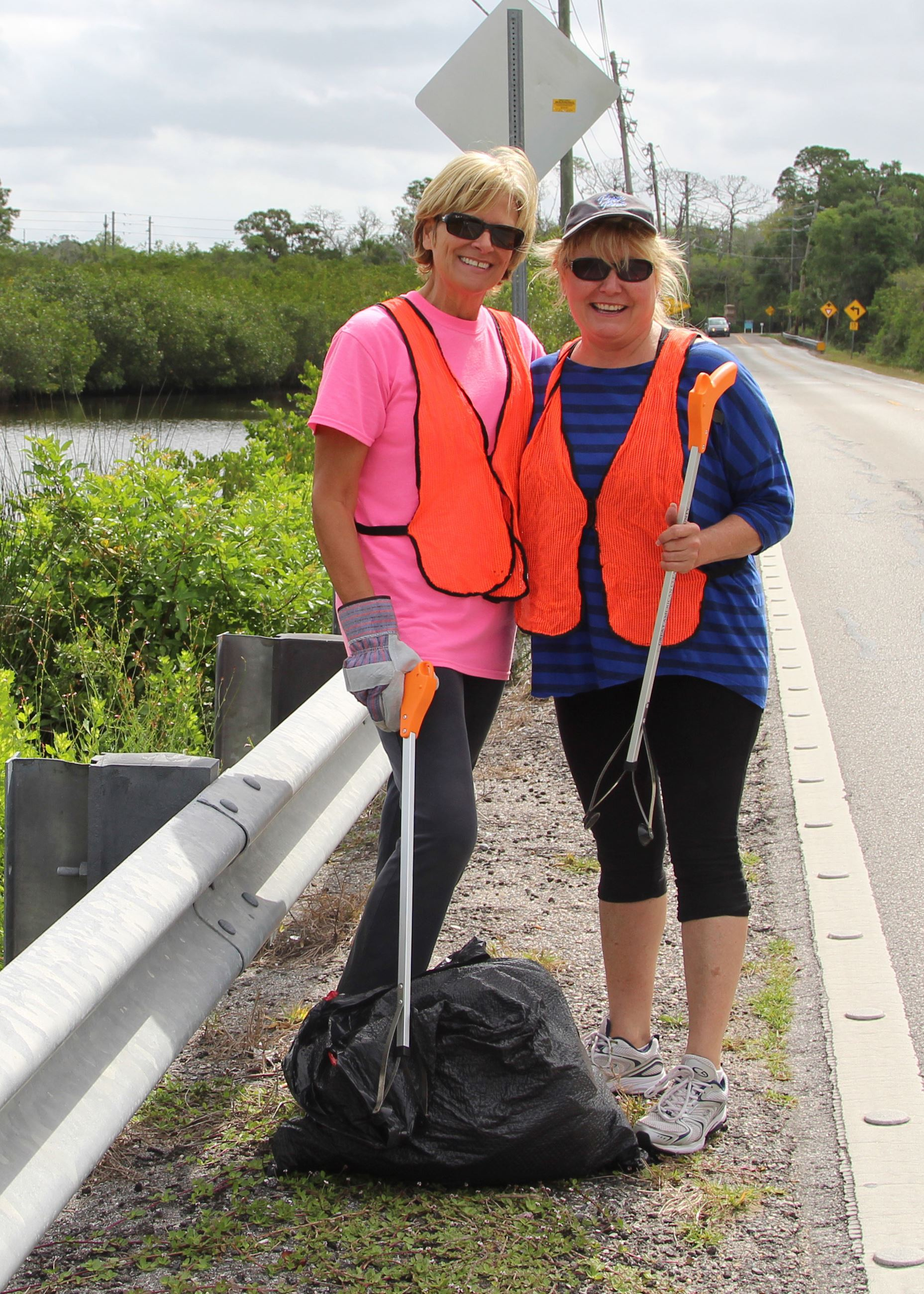 Volunteers clean up roads at Pasco Palms